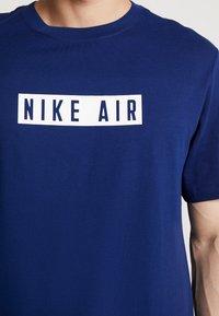 Nike Sportswear - TEE NIKE AIR  - Print T-shirt - blue void/white - 5
