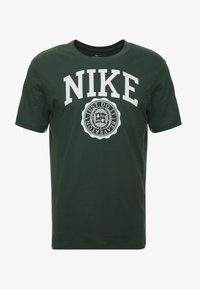 Nike Sportswear - TEE  - Camiseta estampada - galactic jade/white - 4