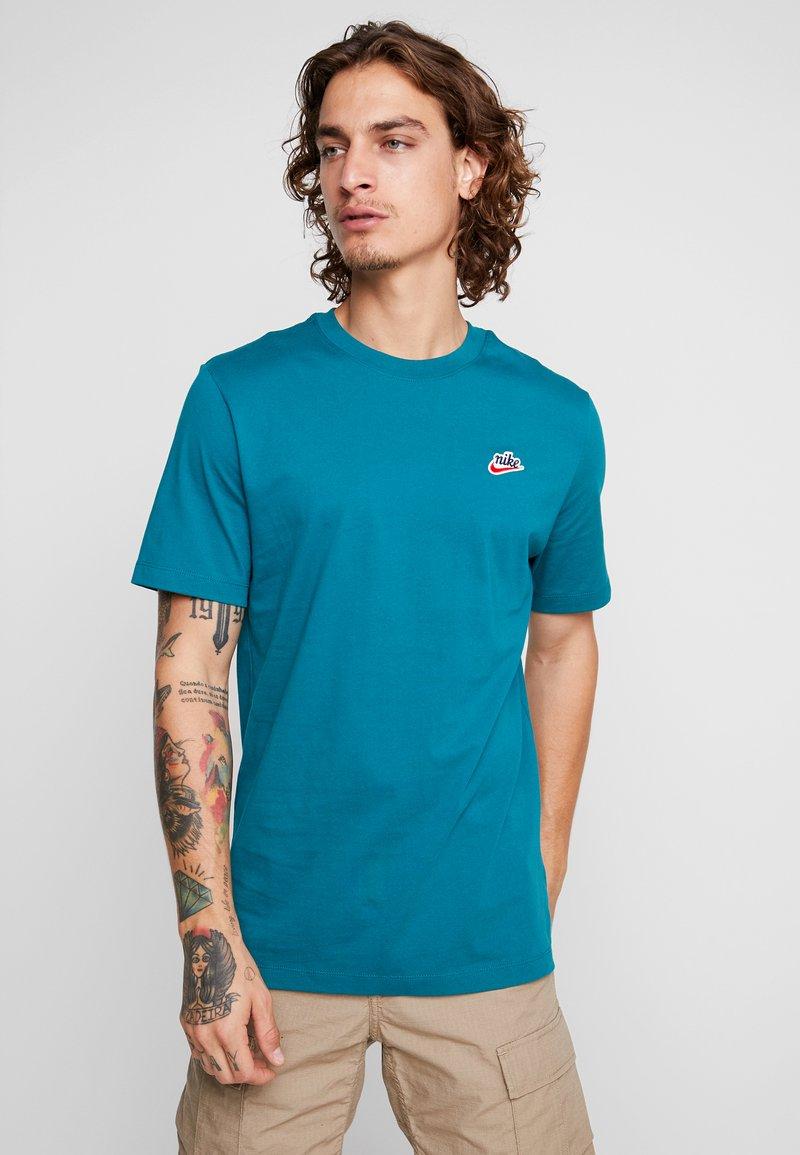 Nike Sportswear - TEE HERITAGE  - T-shirt basic - geode teal