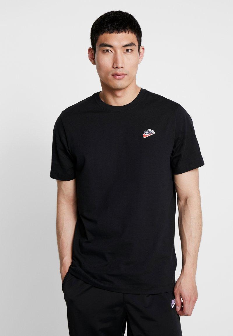 Nike Sportswear - TEE HERITAGE  - Printtipaita - black