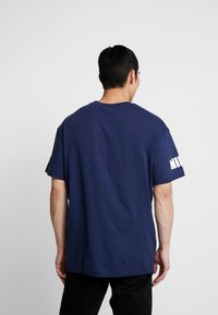 Nike Sportswear - TEE CLASSICS - T-shirt con stampa - midnight navy - 2