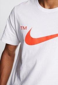 Nike Sportswear - TEE - T-shirts print - white - 4