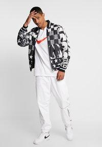 Nike Sportswear - TEE - T-shirts print - white - 1