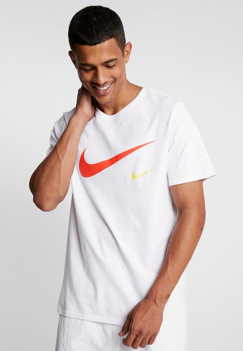 Nike Sportswear - TEE - T-shirts print - white