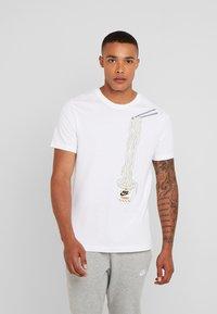 Nike Sportswear - T-shirt med print - white - 0