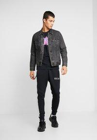 Nike Sportswear - TEE REMIX - T-shirt imprimé - black - 1