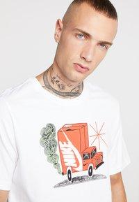 Nike Sportswear - T-shirt med print - white - 4