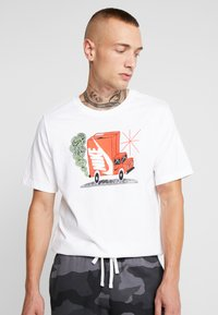 Nike Sportswear - Camiseta estampada - white - 0