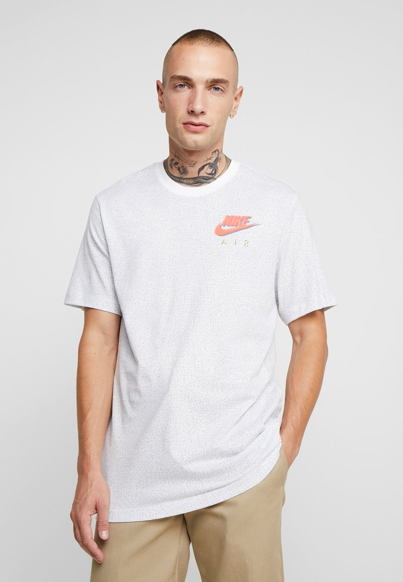 Nike Sportswear - TEE - T-shirt med print - white/pure platinum