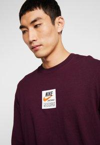 Nike Sportswear - TEE  PRNT  - Long sleeved top - night maroon - 4