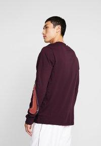 Nike Sportswear - TEE  PRNT  - Long sleeved top - night maroon - 2