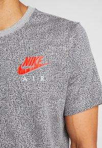 Nike Sportswear - TEE  AIR - Camiseta estampada - grey heather - 5