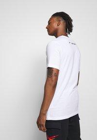 Nike Sportswear - TEE - Print T-shirt - white - 2
