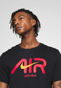 Nike Sportswear - TEE - T-shirt imprimé - black - 4