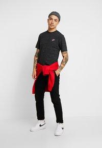 Nike Sportswear - Basic T-shirt - black - 1