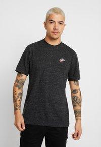 Nike Sportswear - Basic T-shirt - black - 0