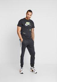 Nike Sportswear - TEE - T-shirt imprimé - black - 1