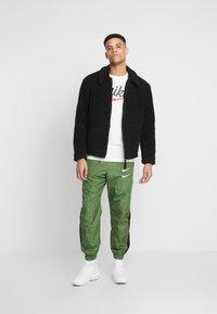 Nike Sportswear - HERITAGE TEE - Print T-shirt - sail - 1