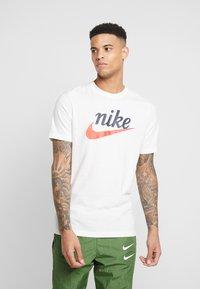 Nike Sportswear - HERITAGE TEE - Print T-shirt - sail - 0