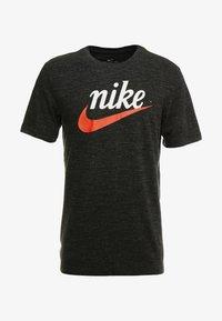 Nike Sportswear - HERITAGE TEE - Print T-shirt - black - 3