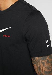 Nike Sportswear - Camiseta estampada - black/white - 5
