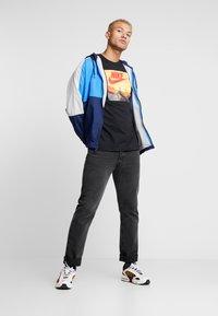 Nike Sportswear - AIR PHOTO - T-shirt con stampa - black - 1