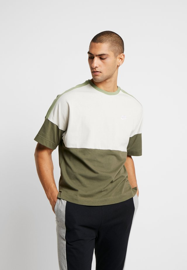 Camiseta estampada - medium olive/light bone/oil green/white