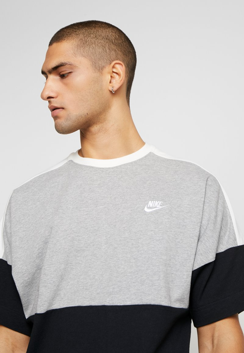 Nike Sportswear T-shirts med print - black/grey/white