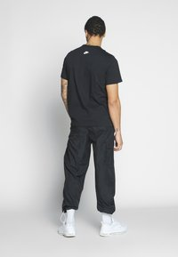 Nike Sportswear - AIR ILLUSTRATION TEE - Camiseta estampada - black - 2