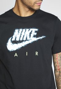 Nike Sportswear - AIR ILLUSTRATION TEE - Camiseta estampada - black - 5