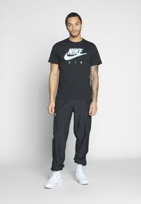 Nike Sportswear - AIR ILLUSTRATION TEE - Camiseta estampada - black - 1