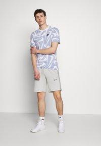 Nike Sportswear - HAND DRAWN TEE - Print T-shirt - deep royal blue/white - 1