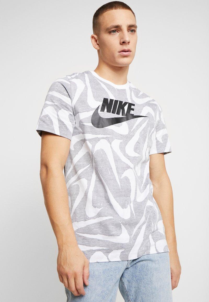 Nike Sportswear - HAND DRAWN TEE - Camiseta estampada - black / white