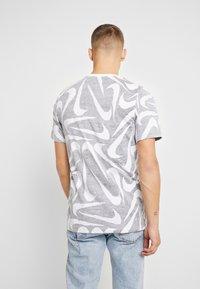 Nike Sportswear - HAND DRAWN TEE - Camiseta estampada - black / white - 2