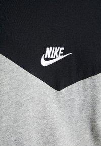 Nike Sportswear - ICON FUTURA - Camiseta estampada - black/grey heather/white - 5