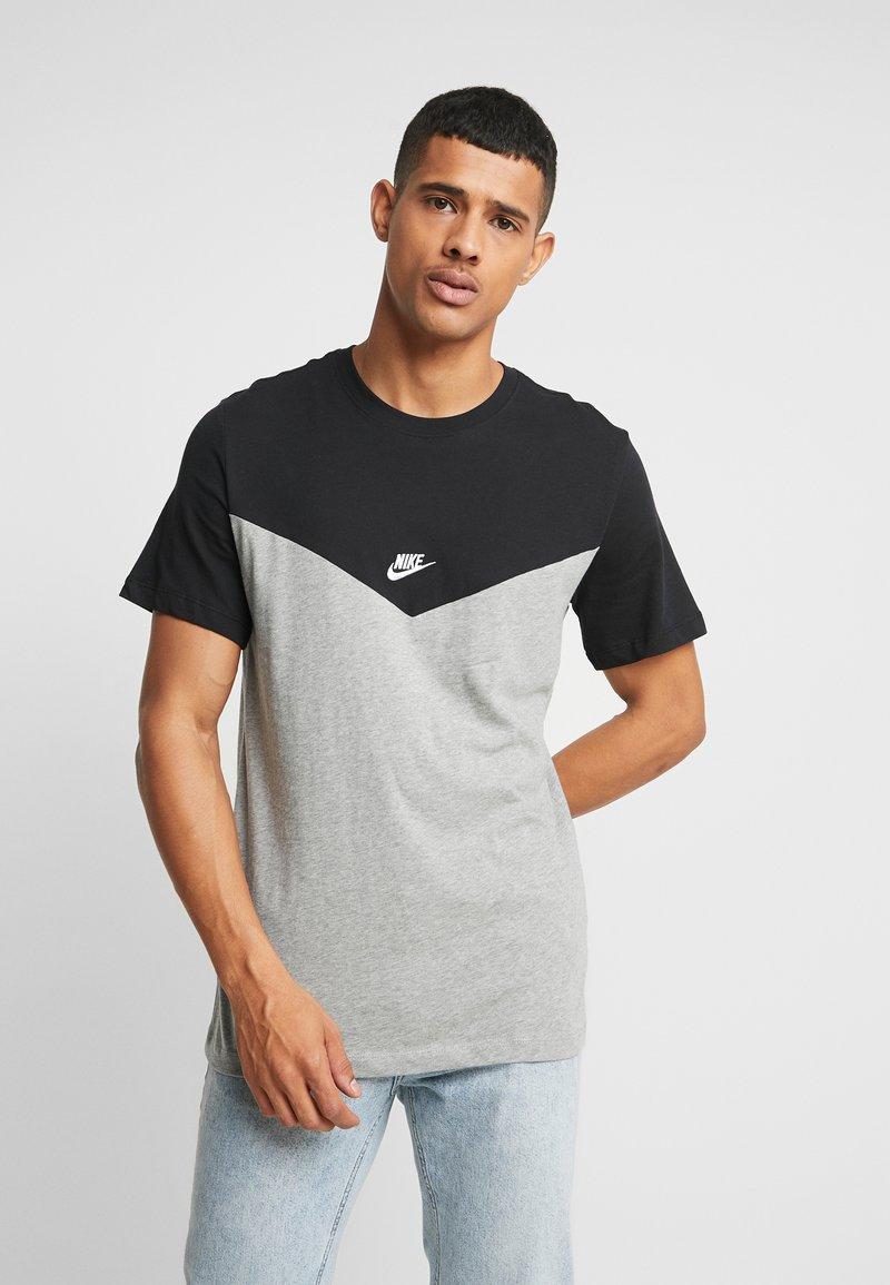 Nike Sportswear - ICON FUTURA - Camiseta estampada - black/grey heather/white