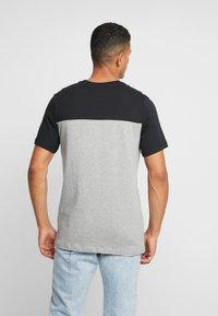 Nike Sportswear - ICON FUTURA - Camiseta estampada - black/grey heather/white - 2