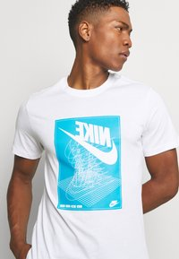 Nike Sportswear - FESTIVAL TEE - Print T-shirt - white/laser blue - 3