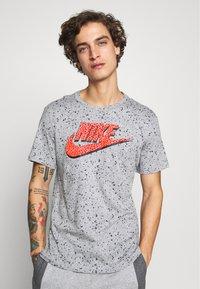 Nike Sportswear - PRINT PACK - Print T-shirt - grey heather - 0