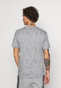 Nike Sportswear - PRINT PACK - Print T-shirt - grey heather - 2