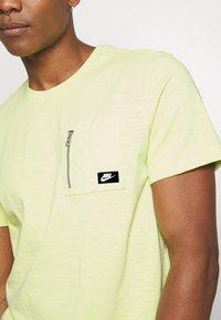 Nike Sportswear - Basic T-shirt - limelight - 5