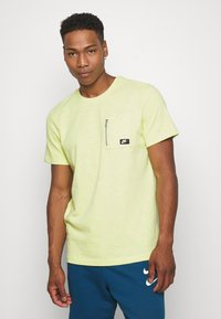 Nike Sportswear - Basic T-shirt - limelight - 0