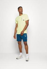 Nike Sportswear - Basic T-shirt - limelight - 1