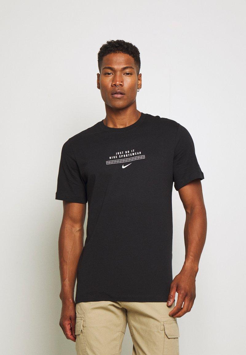 Nike Sportswear - TEE - T-shirt imprimé - black/white