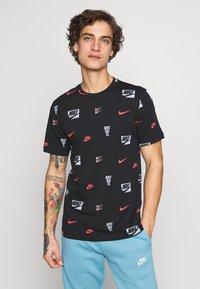 Nike Sportswear - CORE AOP TEE - Printtipaita - black - 0