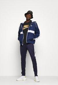 Nike Sportswear - TEE PREHEAT  - T-shirt con stampa - black - 1