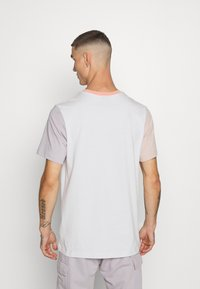 Nike Sportswear - TEE - T-shirt imprimé - vast grey - 2
