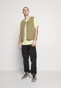 Nike Sportswear - TEE - T-shirt con stampa - luminous green - 1