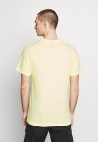 Nike Sportswear - TEE - T-shirt con stampa - luminous green - 2