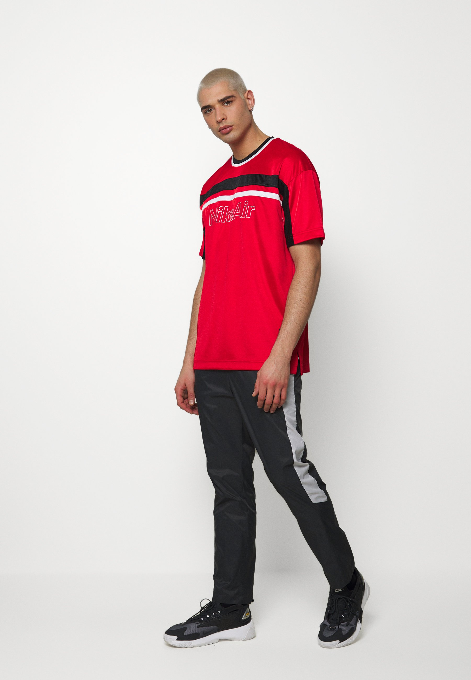 NSW NIKE AIR T shirt imprimé university redblackwhite